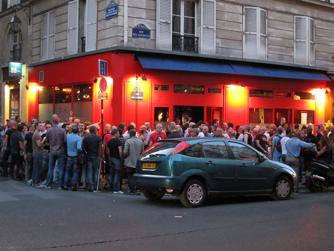 paris rencontre gay clubs à Laval