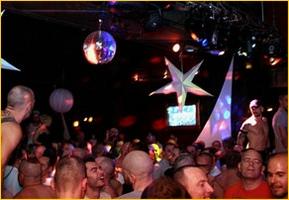 petit marais bar nuit gay friendly lieu