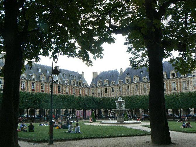 place des Vosges 75004