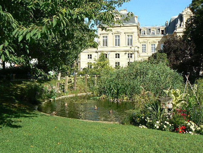 Square du temple Le Marais
