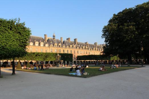Discover 10 great places to eat out and enjoy Paris in Summer
