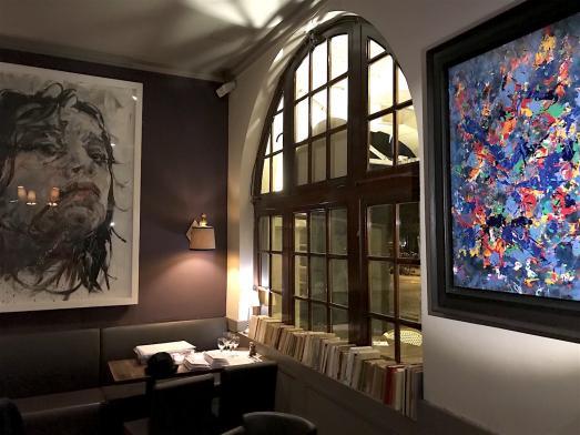 Nouvelle décoration et jolies toiles à la Place Royale