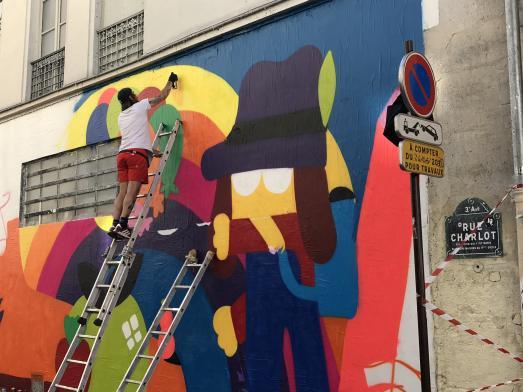 2SHY realise un nouveau mur dans la rue Charlot.