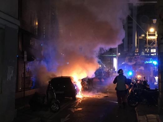 INCENDIE DANS LE MARAIS... Scooters et voitures incendiées.
