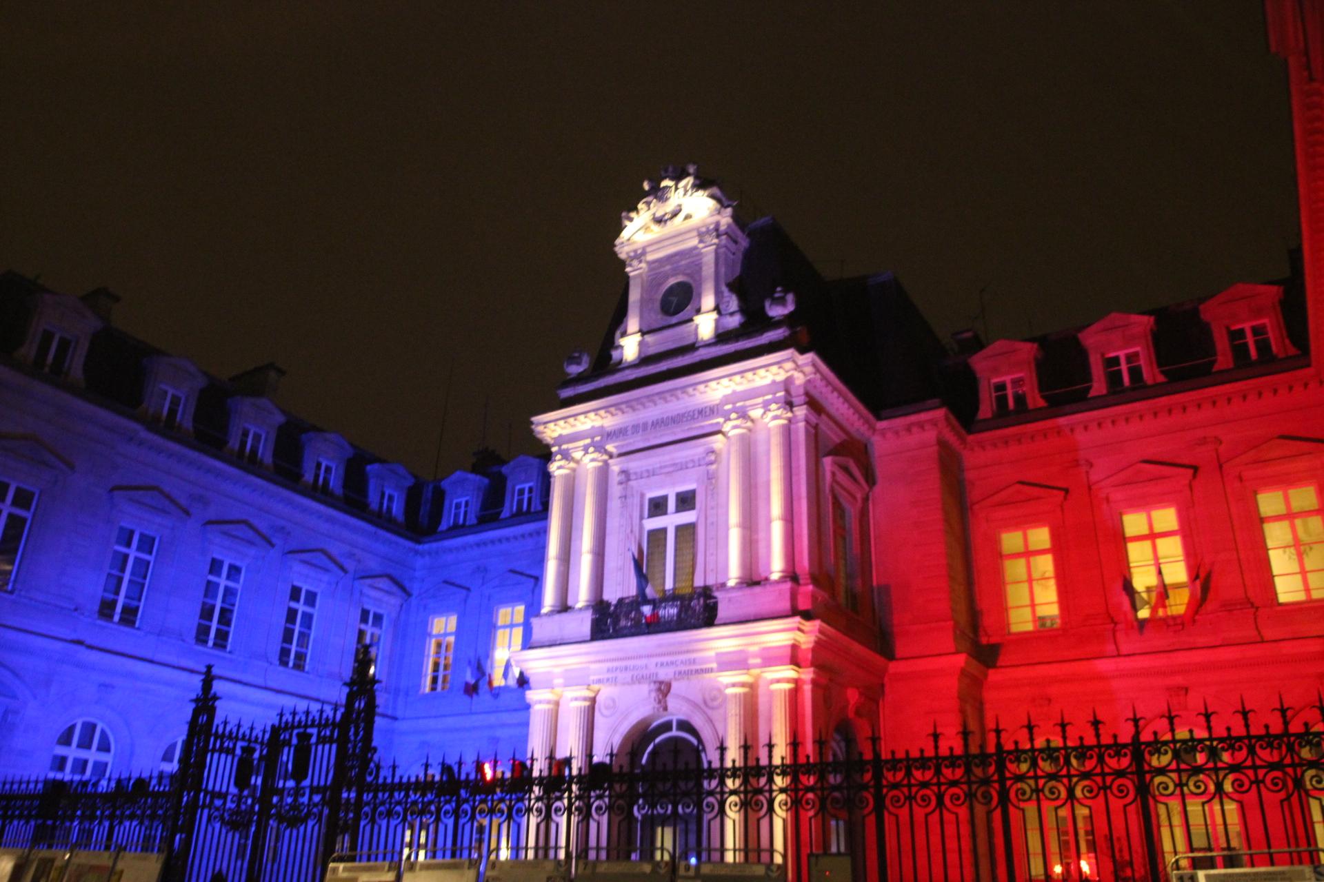 La Mairie Du 3eme En Deuil Mais En Bleu  Blanc  Rouge