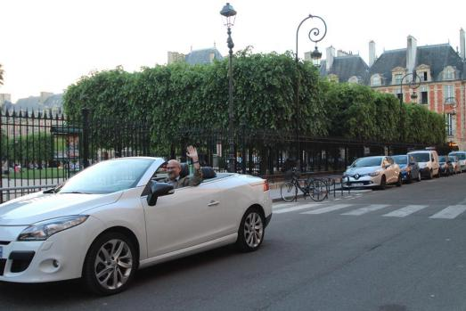 Enjoy the best night drive you can imagine from le Marais to the Trocadero