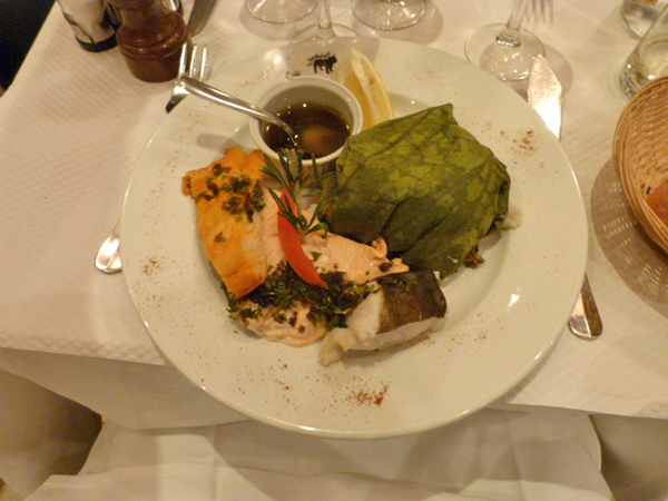 Le bouledogue Le Bouledogue classic fish trio cooked in a leaf