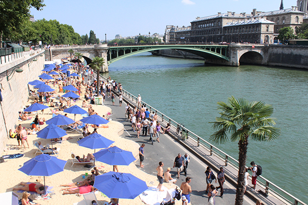 One month of sandy beaches at Paris plages