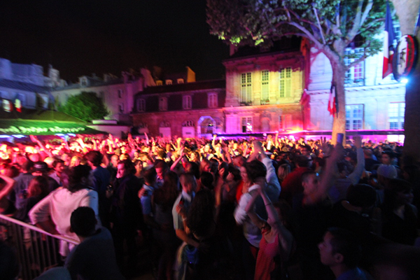For Bastille Day, Welcome to Paris' Biggest Open Dance Floor !