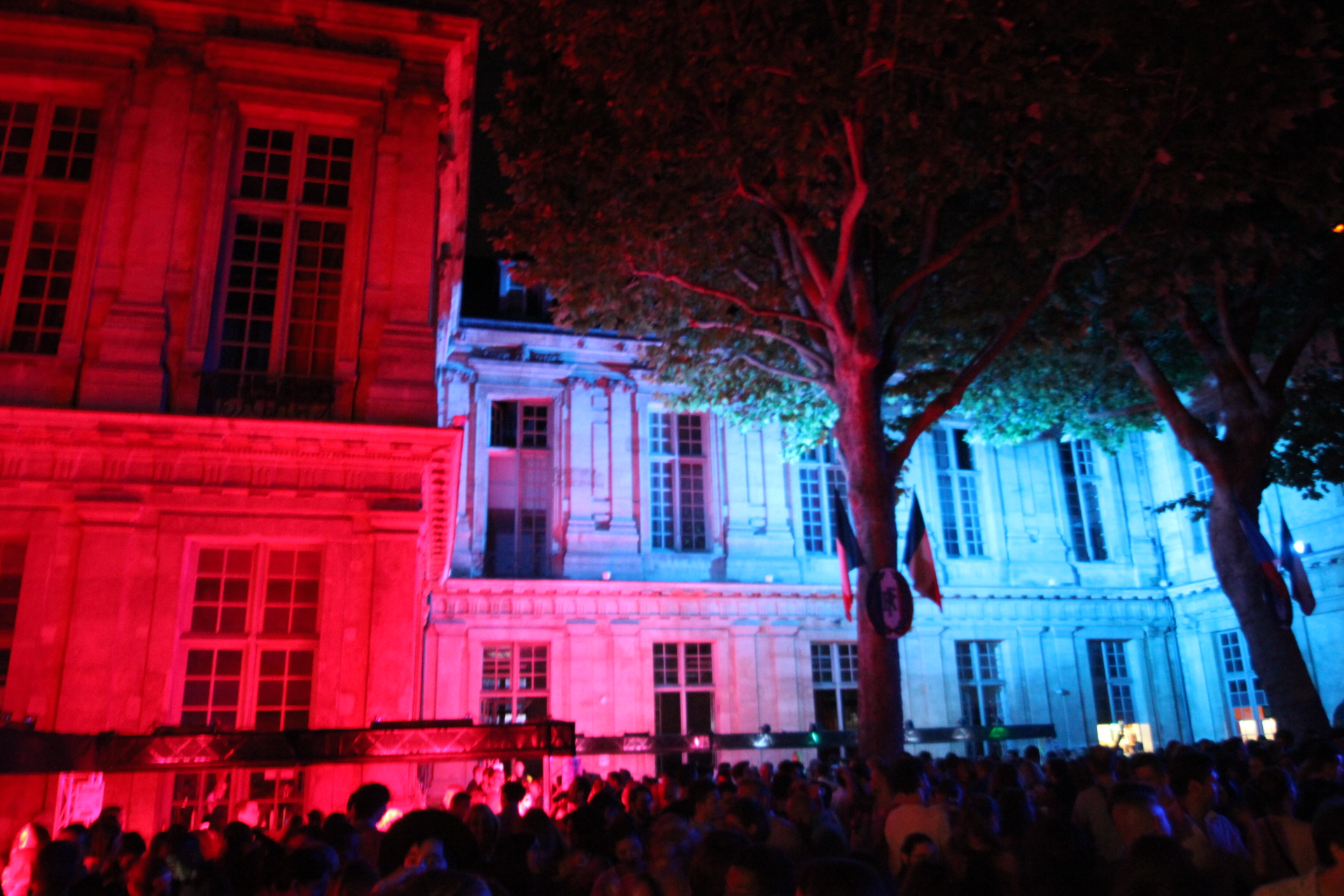 PARIS MARAIS.COM : For Bastille Day, Welcome to Paris' Biggest Open Dance Floor !