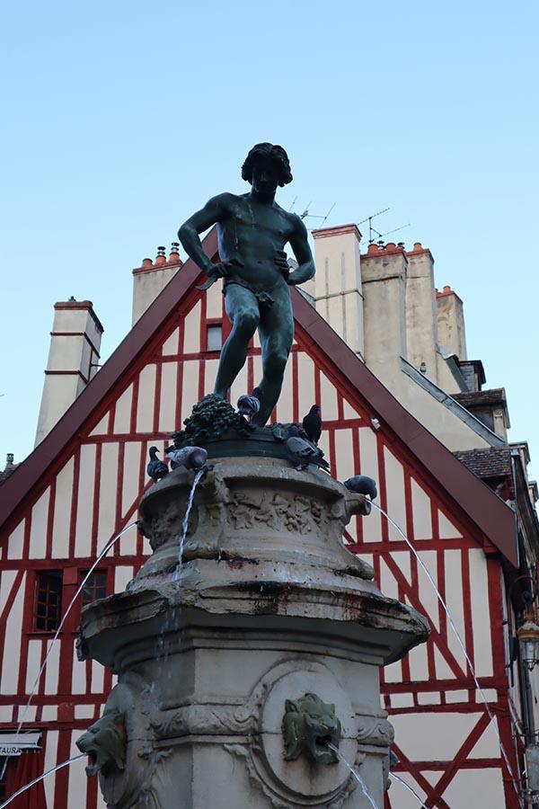Le Bareuzai, icone des vendangeurs, Place François Rude