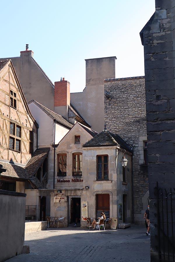 Maison Fallot, le seul fabricant de moutarde qui reste à Dijon