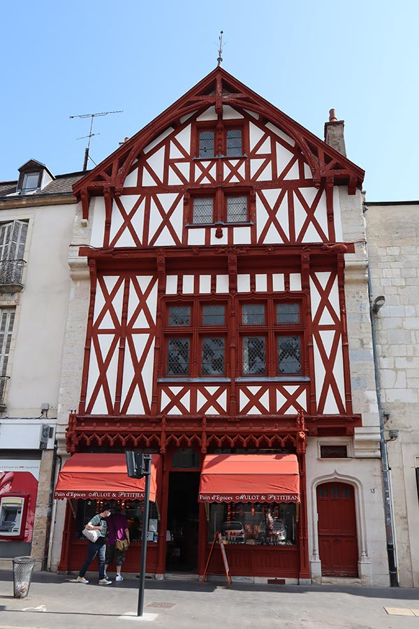 Mulot & Petitjean, la maison du fabricant historique de pains d'épices.