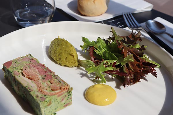 Jambon persillé et moutarde, une des recettes classiques pour déjeuner