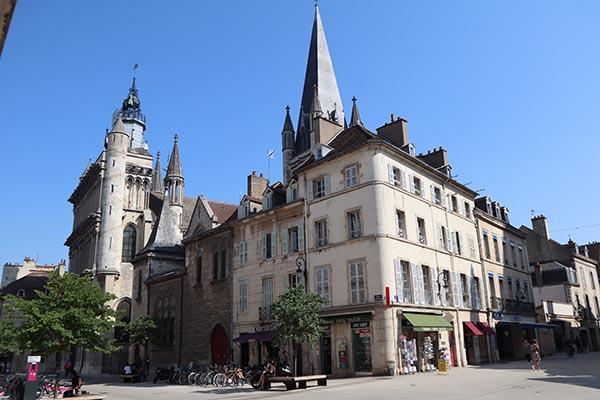 Rues piétonnes du centre ville et Notre Dame