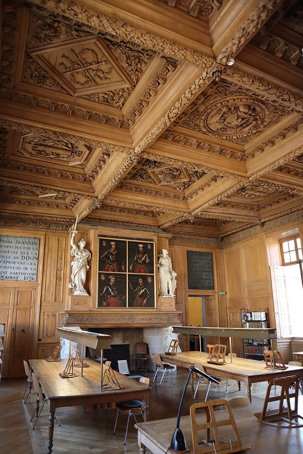 Salle d'études des Archives de la Côte d'Or