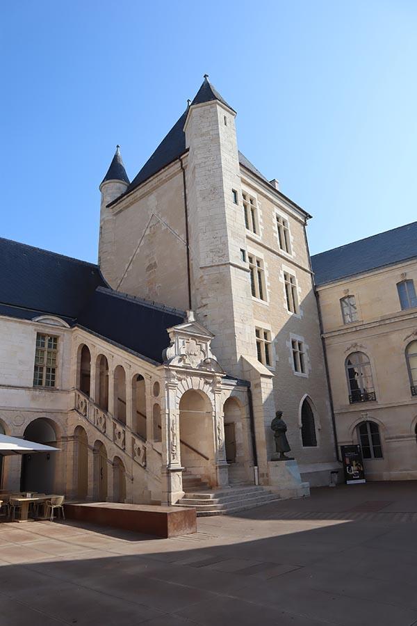 La Tour de Bar (1450)