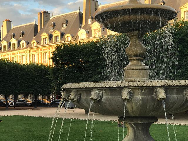 Les fontaines de la Place des Vosges