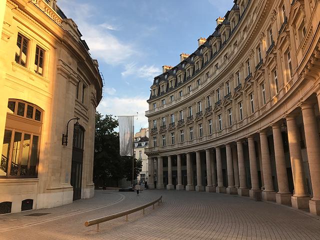 La rue de Viarme, devant la Bourse de Commerce