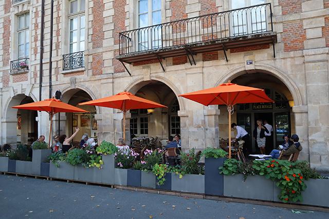La plus belle terrasse et les meilleures coupes glacées au restaurant La Place Royale